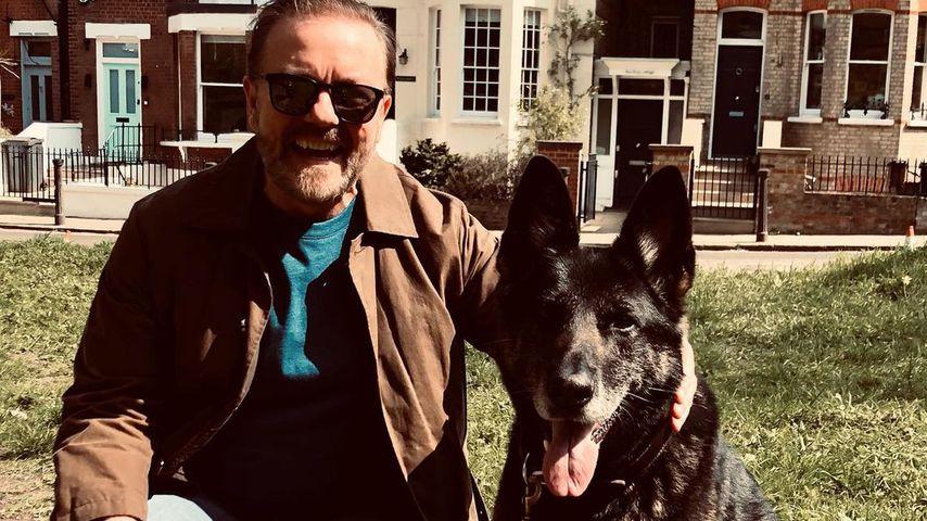 """Ricky Gervais und sein vierbeiniger Co-Star in """"After Life"""""""