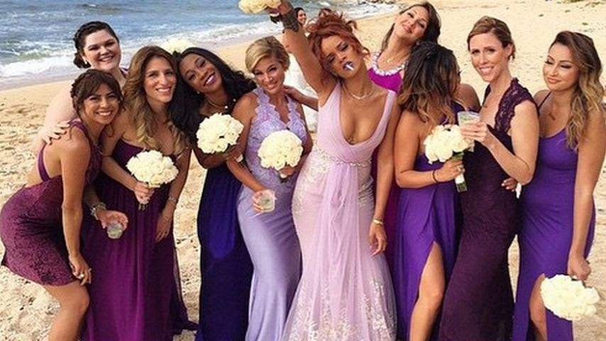 Hochzeits-Crasher! Rihanna feiert als freche Brautjungfer