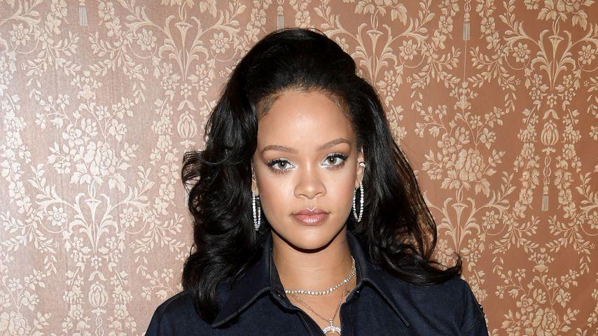 Brüste bis zum Kinn: Rihanna präsentiert Mega-Dekolleté!