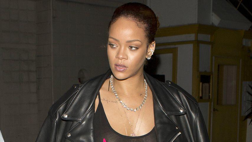 Echt offenherzig: Rihanna präsentiert Nippelpiercing