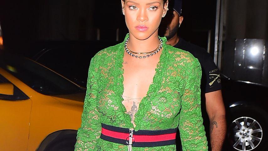 """Nippelshow! Rihanna """"vergisst"""" BH unterm Transparenz-Kleid"""
