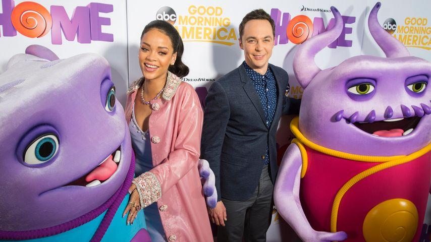 Selfie-Nachhilfe: Rihanna klärt Jim Parsons auf