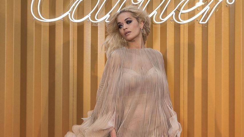 Heißer Elfen-Look: Rita Ora im durchsichtigen Flatter-Kleid