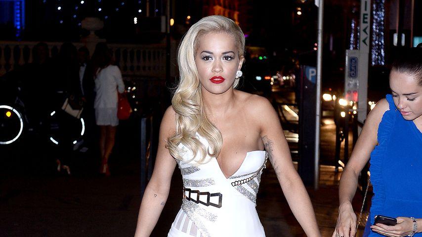 Rita Ora: Hier ist ein Nippel-Fauxpas im Anmarsch