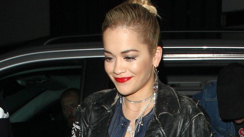 Tiefer Ausschnitt: Rita Ora zeigt viel nackte Haut