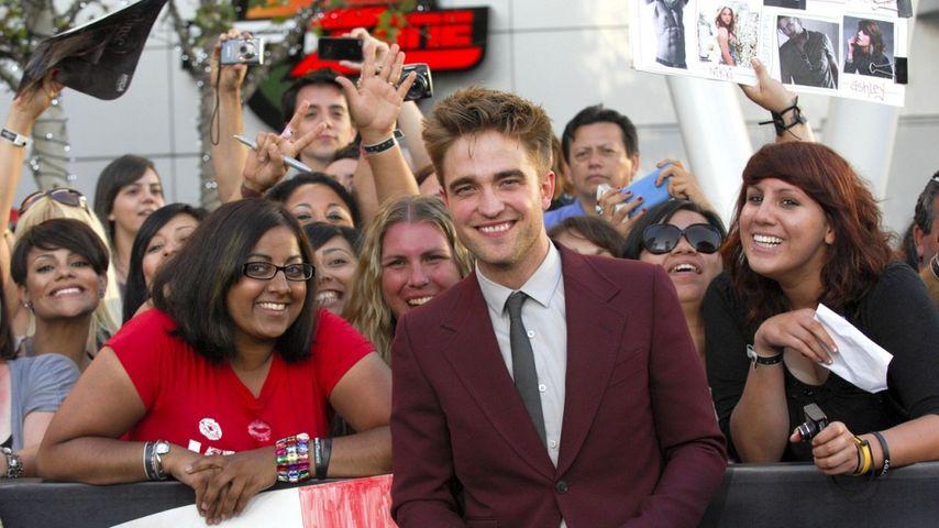 Robert Pattinson für 80.000 Dollar versteigert