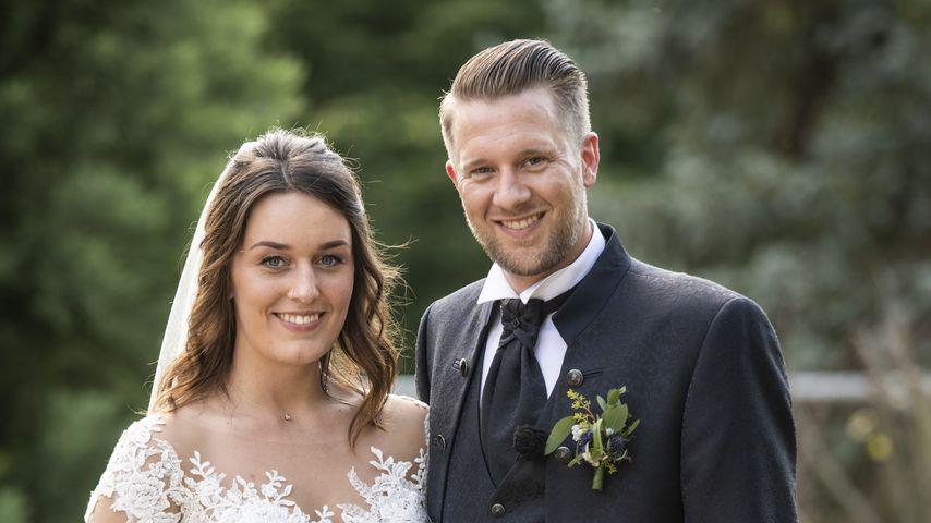 """Ein Hochzeitsbild von Robert und Emily von """"Hochzeit auf den ersten Blick"""""""