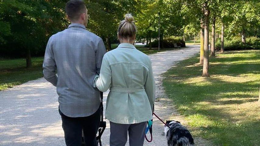 Robin Gosens mit seiner Verlobten Rabea, Hund Malou und dem gemeinsamen Nachwuchs