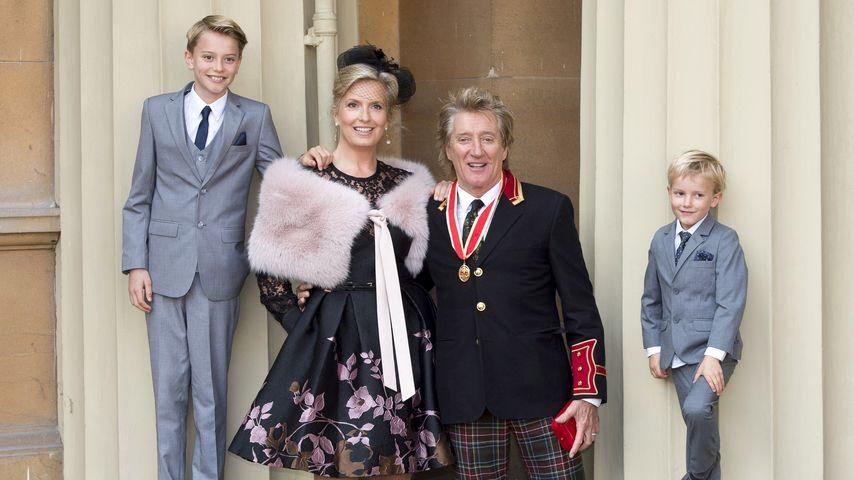 Rod Stewart mit seiner Frau Penny Lancaster und den Söhnen Alastair und Aiden
