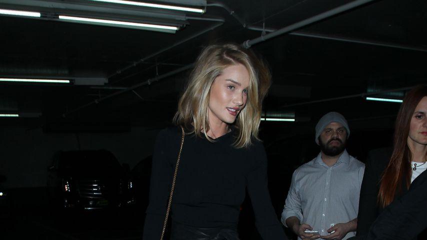 Endlos-Beine: Rosie Huntington Whiteley in sexy Overknees