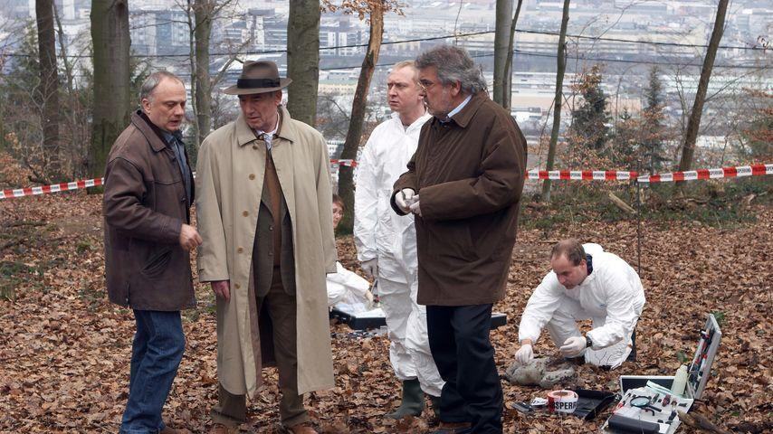 """Rüdiger Wandel, Dietz-Werner Steck, Dirk Salomon und Klaus Spürkel als Schauspieler im """"Tatort"""""""