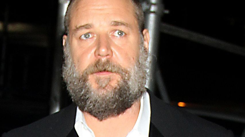 Russell Crowes grauer Zottelbart wird immer länger
