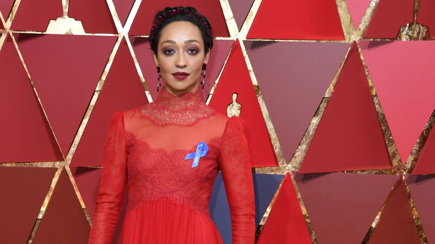 Oscar-Red-Carpet: Was steckte hinter der blauen Schleife?