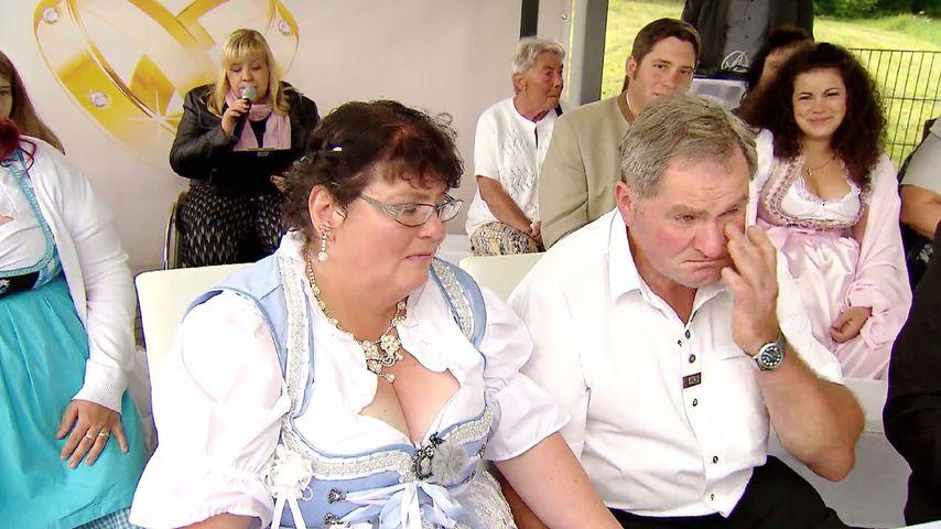 """Sabine und Albert, bekannt aus """"Bauer sucht Frau"""", bei ihrer Hochzeit"""