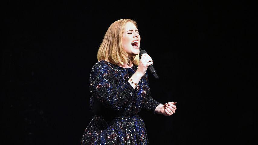 Undercover-Mission! Verkleidete Adele imitiert sich selbst