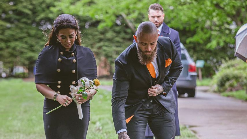 Safiyya Vorajee und Ashley Cain auf der Beerdigung ihrer Tochter Azaylia