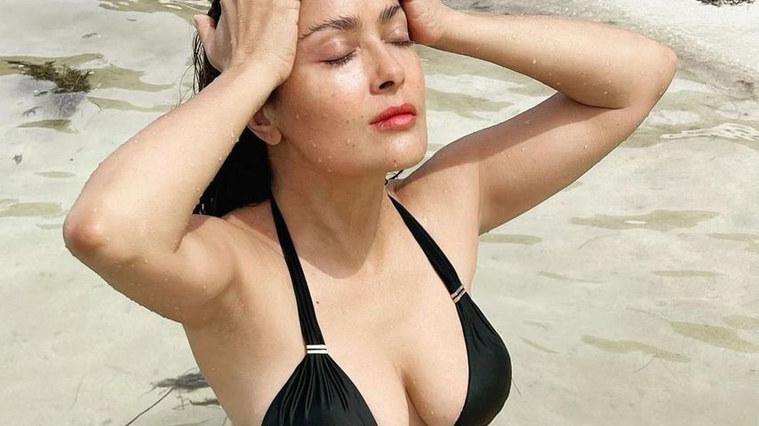Relaxte Meditation im Bikini: Salma Hayek haut ihre Fans um!