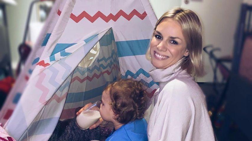 Sandra Kuhn mit ihrem Kind im Dezember 2020