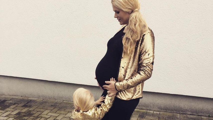 Goldig! Sara Kulka und Mini-Me Matilda im Partnerlook