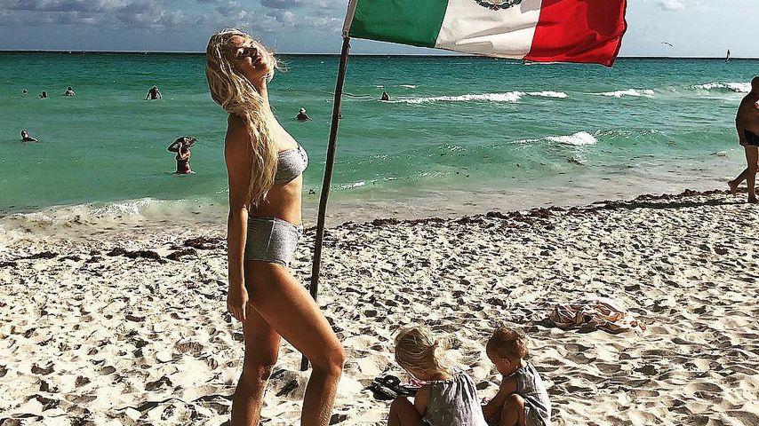 Sara Kulka und ihre Töchter Matilda und Annabell am Strand