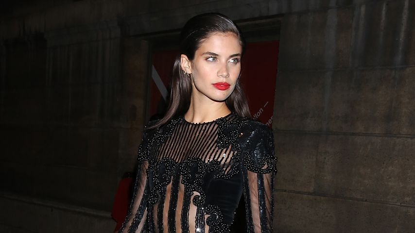 Sara Sampaio auf der Paris Fashion Week