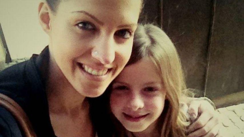 Sarah Harrison mit ihrer kleinen Schwester Jennifer