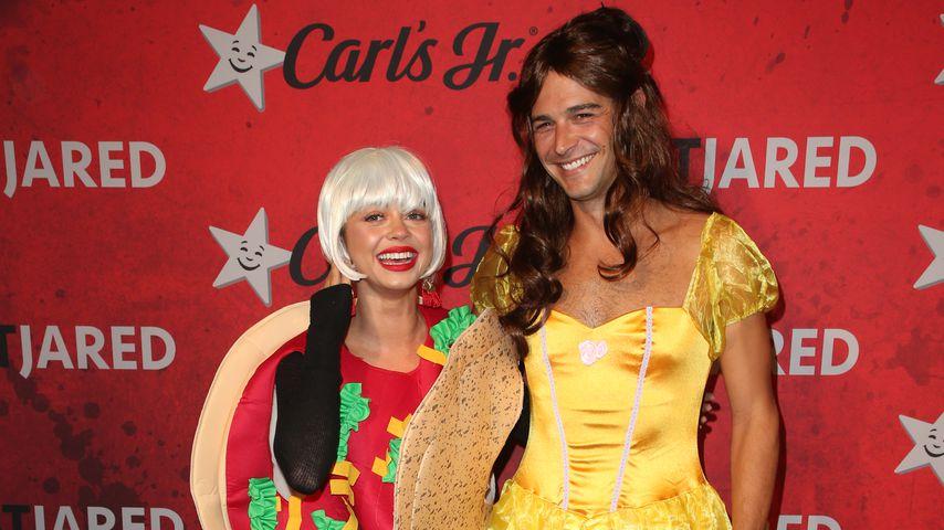 Sarah Hyland und Wells Adams bei der Halloween-Party von Just Jared 2018
