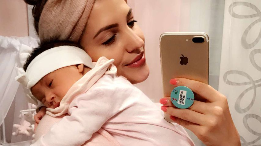 Sarah Harrison mit ihrem Baby