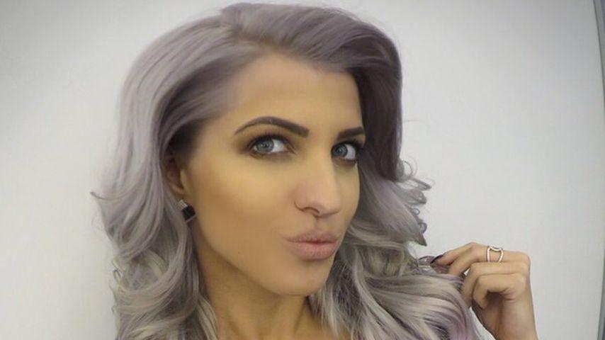 Grau-rosa Haarpracht: Sarah Nowak überrascht mit crazy Look