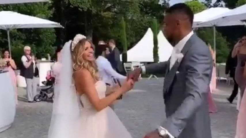 Sarah und Dominic Harrison am Tag ihrer zweiten Hochzeit