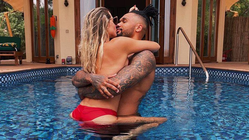 Sexy Foto! Sarah und Dominic Harrison knutschen im Pool rum