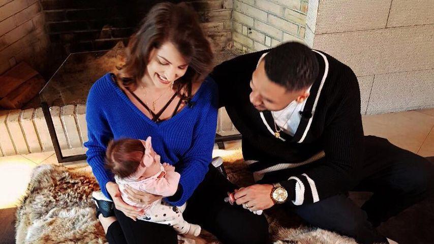Sarah und Dominic Harrison und Baby Mia Rose im Familienurlaub