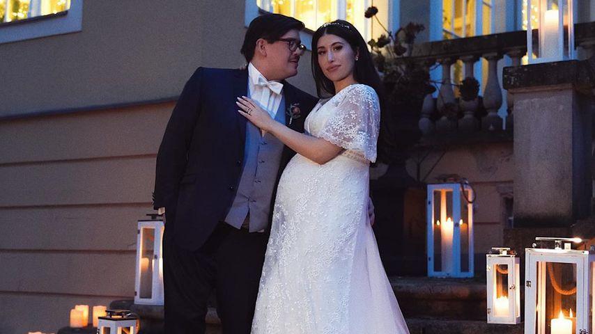 Schwangere Diana June mit ihrem Mann David bei ihrer Hochzeit im November 2019