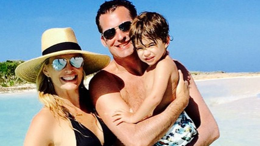 Total fit: Molly Sims sonnt ihren Baby-Bauch