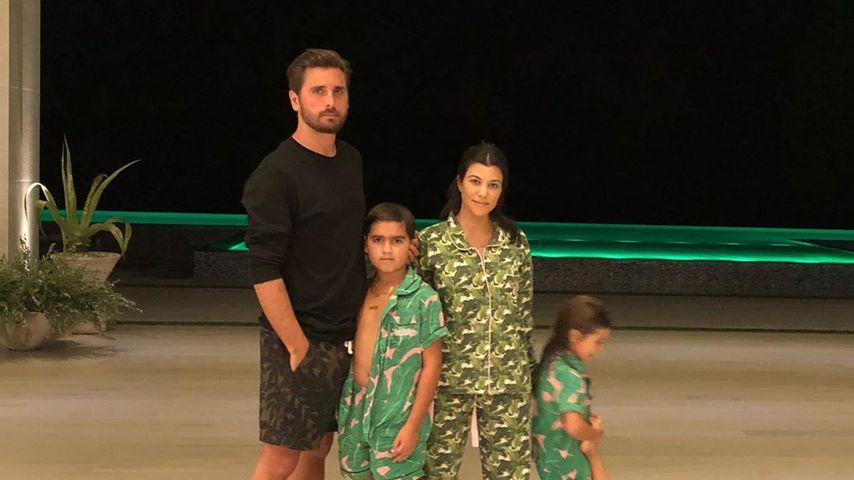 Scott Disick und Kourtney Kardashian mit ihren Kids Mason, Penelope und Reign an Thanksgiving