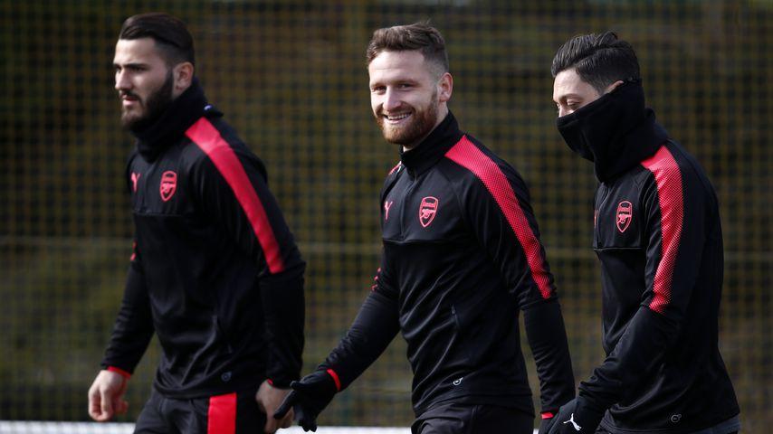 Sead Kolasinac, Shkodran Mustafi und Mesut Özil im Training