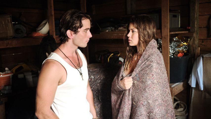 """Sebastian (Jonathan Elias Weiske) und Vivien (Sharon Berlinghoff) in einer """"Unter uns""""-Szene"""