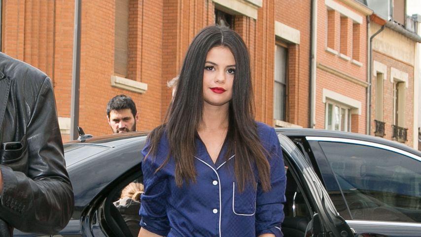Lack und Leder! Selena Gomez im Gothic-Outfit