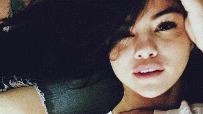 Selena Gomez betört mit sexy Blick und Dekolleté!