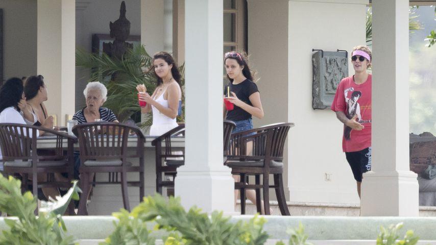 Selena Gomez und Justin Bieber mit seiner Familie auf Jamaika