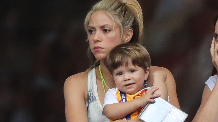 Shakira und ihre Söhne Sasha und Milan (vorne) im Pariser Stadion