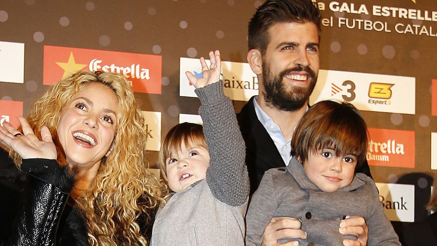 Shakira und Gerard Piqué mit ihren Kindern Sasha und Milan bei einer Fußball-Gala in Barcelona
