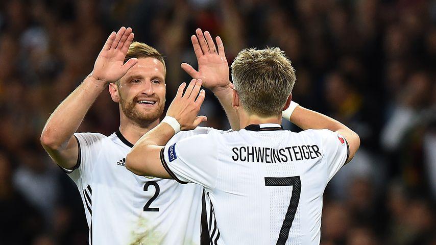Mustafi und Schweinsteiger im 1. EM-Spiel 2016