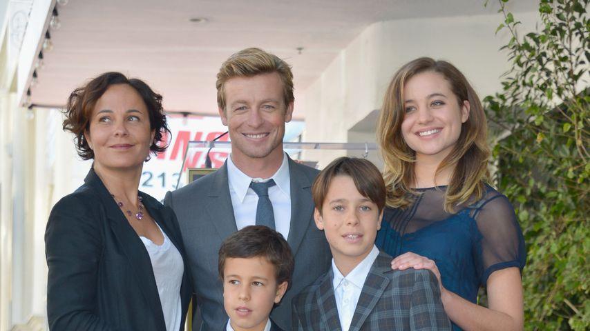 Simon Baker und Rebecca Rigg mit ihren Kindern
