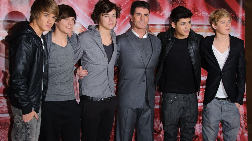 Simon Cowell (m.) mit One Direction