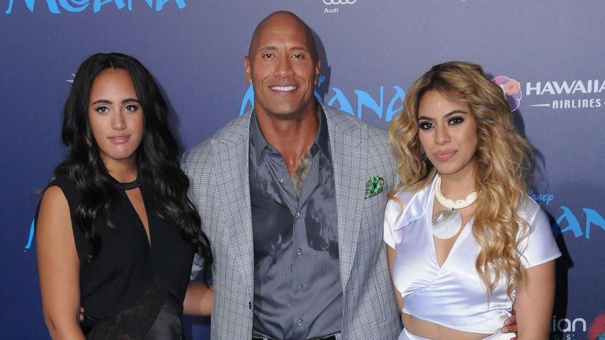 Simone Alexandra Johnson, Dwayne Johnson, Dinah Jane Hansen bei der Premiere von Moana in Los Angele