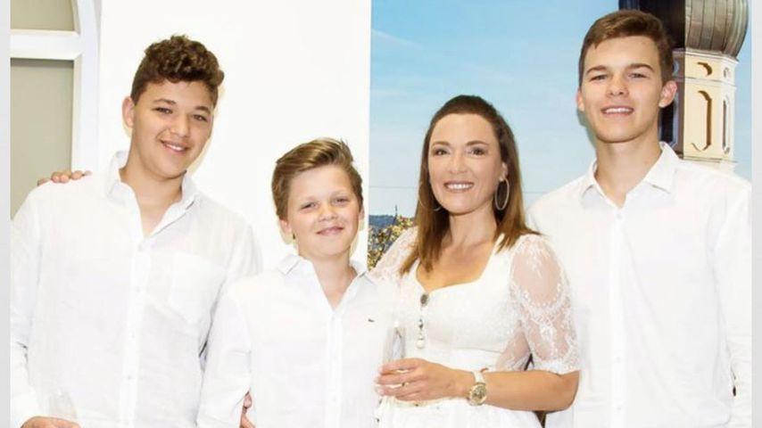 Simone Mecky-Ballack mit ihren Söhnen Louis, Jordi und Emilio