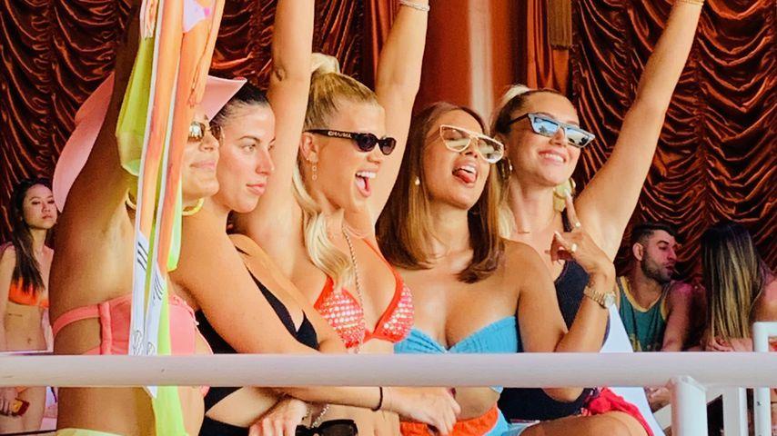 Sofia Richie (mitte) mit ihren Freundinnen an ihrem Geburtstag in Las Vegas