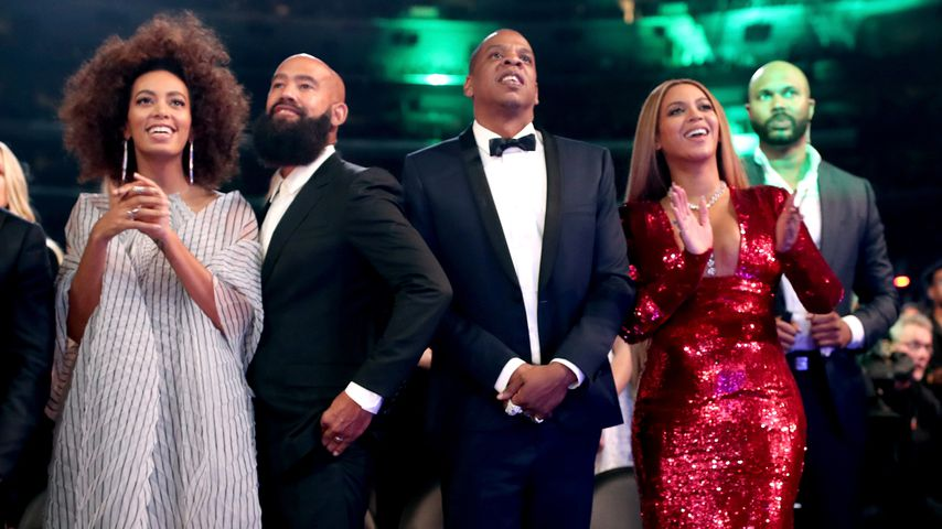 Solange Knowles, Alan Ferguson, Jay-Z und Beyoncé bei den Grammy Awards