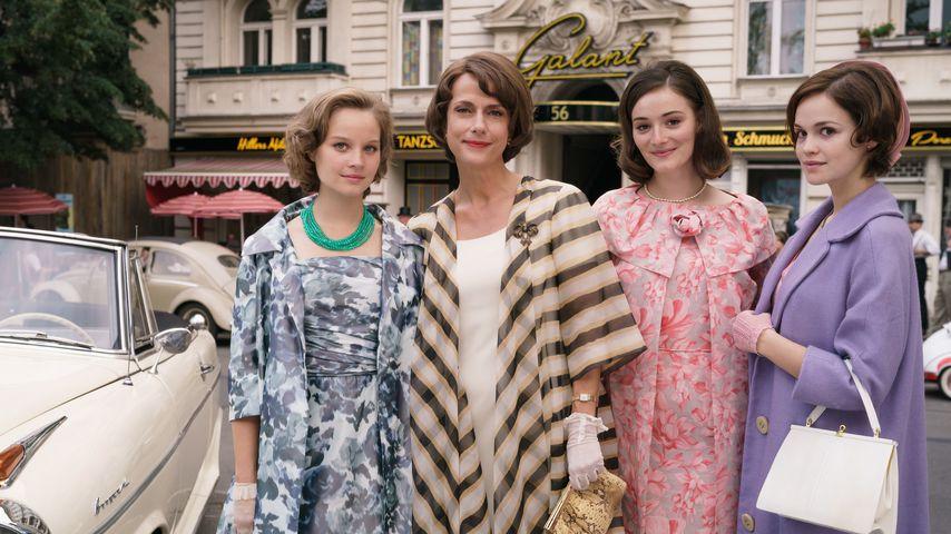 """Sonja Gerhardt, Claudia Michelsen, Maria Ehrich und Emilia Schüle in """"Ku'damm 63"""""""